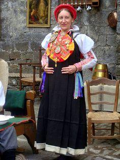 mujer ansotana, traje de fiesta
