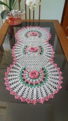 Crocheted Table or Floor Runner Crochet Home, Cute Crochet, Beautiful Crochet, Crochet Crafts, Knit Crochet, Thread Crochet, Filet Crochet, Irish Crochet, Crochet Stitches