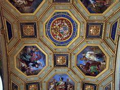 Ceiling_photo-Fotografiado en el Museo del Vaticano. PÍO NONUS PONT MAX ANNO DOM MDCCCLVII.