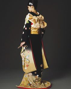 The Kimono Gallery Furisode Kimono, Kimono Dress, Japanese Outfits, Japanese Fashion, Japanese Clothing, Japanese Geisha, Traditional Fashion, Traditional Dresses, Kimono Design