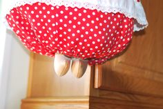 Plastic Bag Holder Dolls, Even with legs, it's easy to take a bag out when you need one.