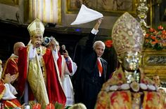Cardinal Sepe with the liquefied blood of San Gennaro,  Napoli, September 19, 2015. Il Cardinale Sepe con il sangue liquefatto di San Gennaro, Napoli, 19 settembre 2015.