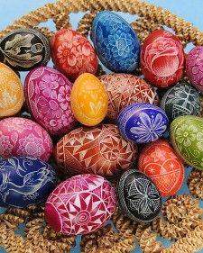 Etched Eggs~Create beautiful designs on Easter eggs using a traditional Lithuanian technique, called marguciai, with this how-to from egg etcher Christine Luschas. Easter Crafts, Holiday Crafts, Holiday Ideas, Egg Crafts, Easter Art, Easter Decor, Holiday Decorations, Seasonal Decor, Easter Bunny