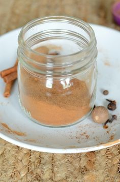Make your own homemade pumpkin pie spice for all your baking and cooking needs! It's simple to make and great to have on hand for all the pumpkin treats. Homemade Pumpkin Pie Spice Recipe, Easy Homemade Recipes, Homemade Sauce, Pumpkin Recipes, Fall Recipes, Diy Pumpkin, Pumpkin Spice, Best Dessert Recipes, Coffee Recipes