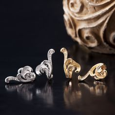 The second line of the Universo collection, Origen,  feels and lives jewels of fire. The philosophical basis of this line is the idea that fire is the beginning of everything, one of the key elements of the creation of the World. The Origen mini earrings will surprise with all the energy of fire, a work of art burnt in passion. #carreraycarrera #universo #Origen #jeweloftheday #instajewel #goldenjewels #jewels #joyas #chic #style #luxury #gifts #newcollection #avantgarde #vintage #mattegloss…