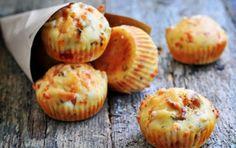 Αλμυρά κεκάκια με τυριά, ελιές και λιαστές ντομάτες