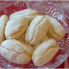 Ricciarelli, Traditional Italian Almond Cookies Recipe - Ricciarelli are wonderful intense flavor almond cookies that originated in the town of Siena, Italy. Very popular year 'round, but especially at Christmas time! Italian Almond Cookies, Almond Meal Cookies, Italian Cookie Recipes, Italian Desserts, Almond Paste Cookies, Italian Almond Biscuits, Snack Recipes, Dessert Recipes, Cooking Recipes
