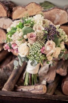 Ideas For A Vintage Themed Wedding, One Of This Year's Hottest Trends: Wedding Bouquet. | Read more: http://simpleweddingstuff.blogspot.com/2015/02/ideas-for-vintage-themed-wedding-one-of_4.html