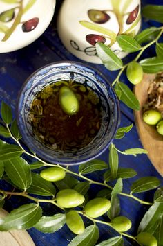 The olive oil in the cup. branch of an o. Spanish Olives, Italian Olives, Pickled Olives, 3 Olives, Olive Oil Cup, Marinated Olives, Olive Oil Bottles, Italy Food, Olive Gardens