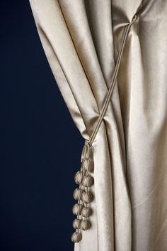 5 Highlights of The Luxury Design & Craftsmanship Summit 2018 Handcraft Drapery Tie Backs, Curtain Tie Backs, Drapery Fabric, Fabric Decor, Fabric Design, Drapes And Blinds, Drapes Curtains, Classic Decor, Elegant Curtains