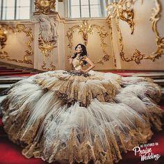 Este vestido imponente Malyarova Olga tiene que ver con magnífica silueta y igualmente impresionante detalle!