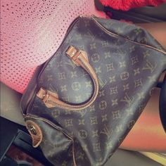 Louis Vuitton Speedy 30 Vintage lv Louis Vuitton speedy, authentic. Used condition.  looking to TRADE for another lv or taking offers :) ❤️ Louis Vuitton Bags Totes