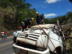 #News  Motorista morre após caminhão carregado de farinha tombar na BR-251, no Norte de Minas