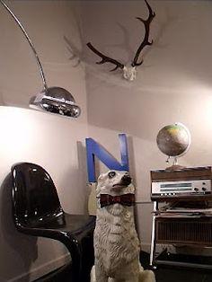 Silla panton + luminaria arco + letra industrial + tocadiscos años 70 + globo terráqueo vintage
