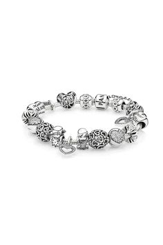 Cherished is the woman, who holds the heart of others, and the bonds of family close. To a heart filled with love and affection, we celebrate this moment. #Motherhood #PANDORA #PANDORAbracelet