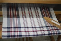 Loom Weaving, Hand Weaving, Weaving Projects, Weaving Patterns, Recherche Google, Fabrics, Textiles, Bed Covers, Kitchen Hand Towels