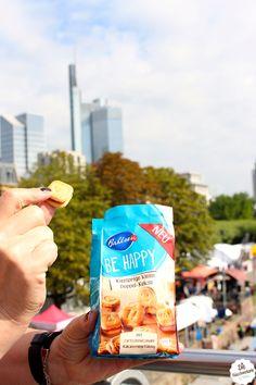 BE HAPPY! Knusprige kleine Kekse perfekt für Unterwegs. #Frankfurt #Bahlsen #SweetOnStreets #LifeIsSweet