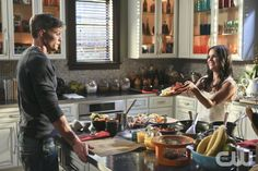 """Hart of Dixie -- """"Kablang"""" -- Image Number: HA401b_0089b.jpg -- Pictured (L-R): Wilson Bethel as Wade and Rachel Bilson as Dr. Zoe Hart -- Photo: Patrick Wymore/The CW -- © 2014 The CW Network, LLC. All rights reserved.pn"""