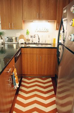 super cute galley kitchen - Apartment Therapy