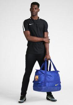 1d8ae034540fe ¡Consigue este tipo de bolsa de deporte de Nike Performance ahora! Haz clic  para