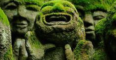 Las alegres esculturas de Otagi Nenbutsu,Ji que se encuentran en el templo Budista de Japón me han gustado mucho por la expresión de sus caras,ya que la risa se contajia,y por la estética tan bonita que se crea gracias al cobrumiento de la superficie exterior de musgo.