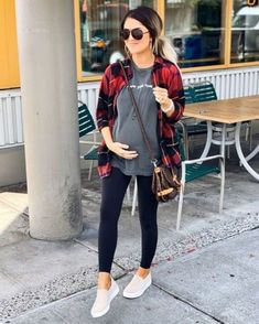 30 Lovely Fall Maternity Outfits Ideas, embarazadas fashion fotos ideas moda diet first yoga fashion fotos outfits tips women Casual Maternity Outfits, Stylish Maternity, Maternity Wear, Casual Outfits, Maternity Photos, Winter Maternity Fashion, Cute Maternity Style, Fall Outfits, Trendy Maternity Clothes
