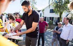 Le #handballeur Nicolas #Karabatic tourne une publicité à #Mennecy https://plus.google.com/b/111472785602408815905/+OsteodusportFr_osteopathe_du_sport/posts/FzfrqHBZ3rN