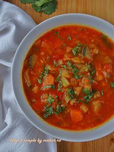 Legume proaspete si sanatoase intr-o ciorba delicioasa de sezon! Si frumos colorata ;) . Va invit la o ciorba de varza cruda cu legume si curry. Ingrediente(organice) – pentru 6 persoane: &#…