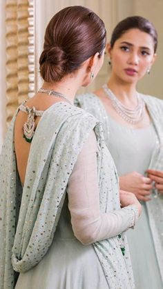 Mahira Pakistani Models, Pakistani Couture, Pakistani Wedding Dresses, Pakistani Actress, Mahira Khan Dresses, Best Casual Dresses, Sleeves Designs For Dresses, Pakistan Fashion, Dress Indian Style