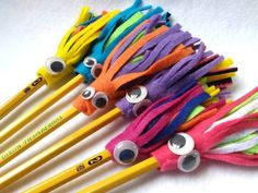 Monster Pencil Topper set of Four, Felt Pencil Toppers, Monster Party Favor Penc… Monster Pencil Topper Set von vier, Filzstifte Topper, Monster Party gefallen Bleistifte Pencil Topper Crafts, Pencil Crafts, Pencil Toppers, Preschool Crafts, Diy Crafts For Kids, Kids Crafts, Arts And Crafts, Paper Crafts, Recycled Crafts