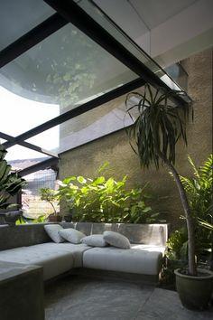 indoor garten gestalten pflegen glasdach fenster licht