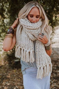 Free and Easy and Cool Crochet Scarf Pattern Ideas for Winter Part 4 ; knitting scarves for beginners; Chunky Crochet Scarf, Chunky Knit Scarves, Oversized Scarf, Crochet Scarves, Knitting Scarves, Easy Crochet, Knitting Blogs, Vogue Knitting, Free Knitting