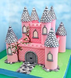Pink castle – Cake by Mania M. Pink Castle, Princess Castle, Fairy Castle Cake, Fondant Girl, Fondant Cakes, Disney Princess Party, Little Princess, Pink Princess, Princess Cakes