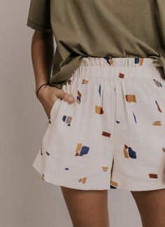 Vacation shorts for wome… Comfy Short Outfit Ideas. Vacation shorts for women. Elastic waist shorts with pockets. Casual outfit ideas for spring summer. Mode Outfits, Short Outfits, Casual Outfits, Fashion Outfits, Men Casual, Olive Outfits, Casual Shorts Outfit, Lace Outfit, Simple Outfits
