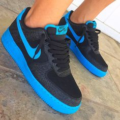 Nike Force one💫 Cute Sneakers, Best Sneakers, Sneakers Fashion, Sneakers Nike, Nike Shoes Blue, Nike Air Shoes, Nike Force Mujer, Basket Style, Air Force Shoes