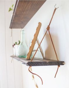 Build these hanging shelves in just a few steps with minimal supplies! (via Going Home To Roost) Home To Roost, Interior Design Pictures, Diy Hanging Shelves, Shelf Design, Decorate Your Room, Diy Home Decor Projects, Decorating Small Spaces, Vintage Home Decor, Household Tips
