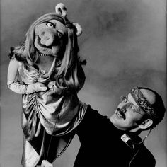 Miss Piggy (& Frank Oz). Shot by Irving Penn. Miss Piggy, Danbo, People Who Annoy You, Les Muppets, Frank Oz, Fraggle Rock, The Muppet Show, Little Shop Of Horrors, Kermit The Frog