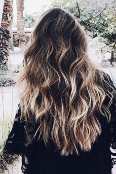 31 Stunning Ideas For Long Layered Haircut Get to know the basic principles and secrets of a perfect long layered haircut. Explore our ideas for inspiration and hurry up to your hairdresser. Long Layered Haircuts, Haircuts For Long Hair, Long Hair Cuts, Straight Hairstyles, Hair Lengthening, Lady Lovely Locks, Haircut Pictures, Air Dry Hair, Brittle Hair