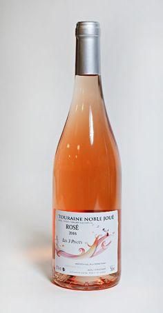 !!!   Dupuy Les 3 Pinots Touraine Noble Joué roséPris: 149,70 kr.Varenr. 7615801. Basis, polkat. 5tk5Liker du mildere, mykere smaker? Da skal du søke deg mot denne. Laget på tre druer fra samme pinot – familie. Svært lys på farge og mild på smak. Det gjør den ekstremt lettdrikkelig. Samtidig har den spennende detaljer. Kjenn så overraskende mye ettersmak den har, med en lekker, saltaktig tørrhet. Bra jobbet!