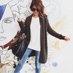 Fall fashion made easy with a long cardigan and skinny jeans via Jillian Harris.