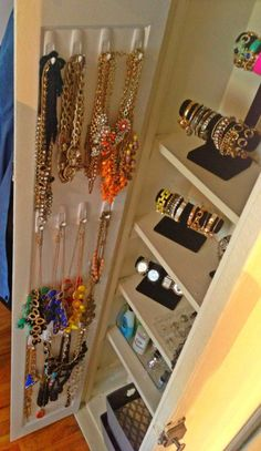 command hooks, room closet, walk in closet, makeup organization, c Jewelry Closet, Jewellery Storage, Jewellery Display, Jewlery, Closet Organization, Jewelry Organization, Organizar Closets, Decor Inspiration, Decor Ideas