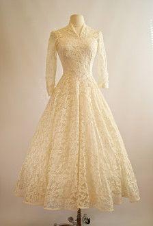 This is like my grandma's wedding dress. Vintage Cahill Wedding Dress Cahill by xtabayvintage Vestidos Vintage, Vintage Gowns, Vintage Outfits, Dress Vintage, Vintage Lace, Vintage Clothing, Tea Length Wedding Dress, Tea Length Dresses, Wedding Dresses
