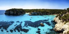 Macarella y Macarelleta, Menorca, Islas Baleares (España) Menorca Beaches, Spring Tutorial, Balearic Islands, Places To Visit, Villa, Around The Worlds, River, Explore, Outdoor