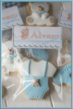 Baby shower favors by laurie Baby Boy Cookies, Bear Cookies, Baby Shower Cupcakes, Cute Cookies, Baby Shower Favors, Shower Cakes, Baby Shower Parties, Horse Cookies, Deco Baby Shower