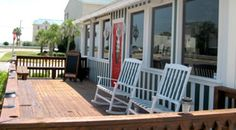 MacElwee's Seafood House has built a culinary history based on Southern hospitality and traditional favorites. Tybee Island Restaurants, Tybee Island Georgia, Seafood House, Georgia On My Mind, Southern Hospitality, Patio Ideas, Savannah Chat, Confessions