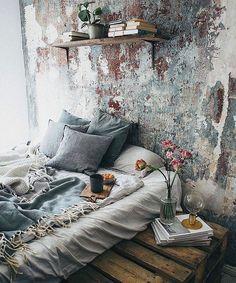 Neutrals, naturals Boho bedroom with platform bed and chippy wall...Bestofinterior (@bestofinterior_) on Instagram