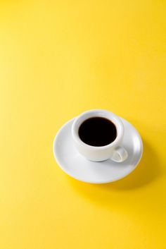 Coffee espresso in small white ceramic cup on yellow vibrant background Free Photo Inspirational Phone Wallpaper, Phone Wallpaper Images, Cool Wallpapers For Phones, Screen Wallpaper, Phone Wallpapers, Quotes Inspirational, Wallpaper Quotes, Yellow Photography, Coffee Photography