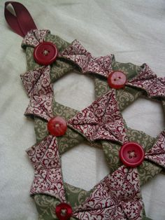 Make, Do and Gem: Japanese folded fabric – Origami World Folded Fabric Ornaments, Quilted Christmas Ornaments, Christmas Sewing, Noel Christmas, Christmas Decorations, Christmas Fabric Crafts, Patchwork Quilting, Christmas Projects, Holiday Crafts