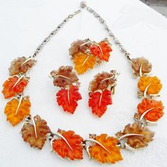 Set Lisner VINTAGE Autumn Brown Orange LUCITE LEAF NECKLACE BROOCH EARRING SET
