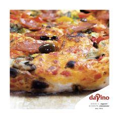 Questa sera provate il gusto della classica pizza DA PINO con tutta la bontà di verdure miste, pomodoro fresco, salamino piccante e olive taggiasche. Per un momento di puro piacere, leggero e fragrante.